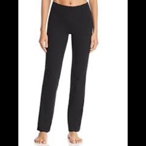NWT HUE Yoga/Bootcut Leggings Black Small